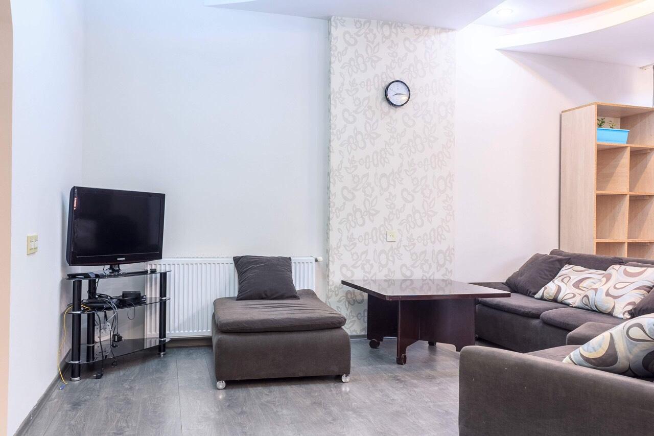 #37 Simon Chikovani apartment for daily rent